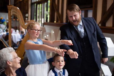 Wedding magic, close up magic trick